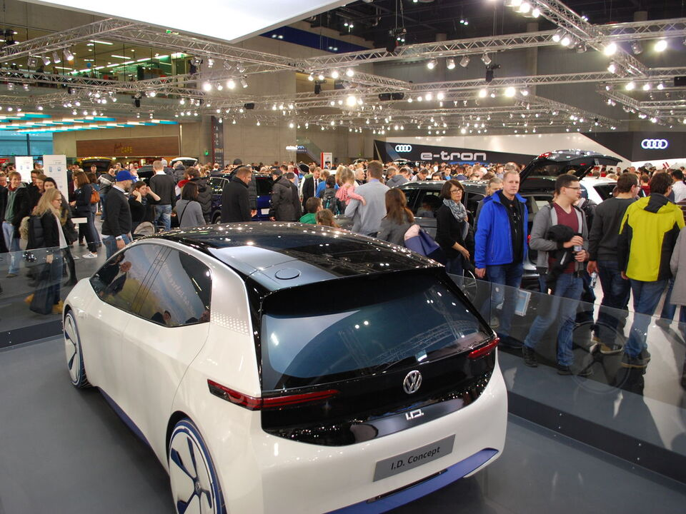 VAS-2018-VW-Volkswagen-ID-Studie-Virtual-Reality